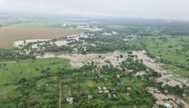 Hochwasser: Regierungschef Schmygal und Innenminister Awakow überfliegen betroffene Gebiete
