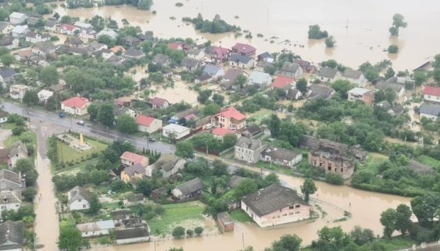 Компенсации получили почти все пострадавшие от паводков на Буковине