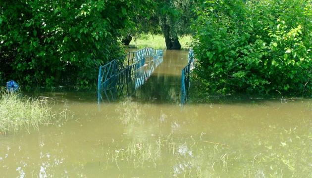 На Вінниччині підтопило три села і райцентр