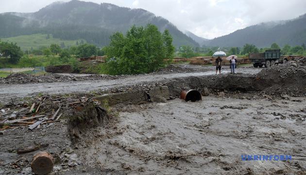 Паводок на Западе Украины: подтоплены 7,7 тысячи домов, разрушены 154 км дорог