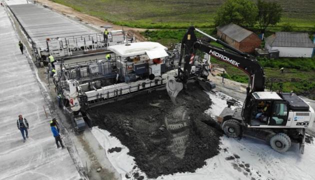 Первую в Украине бетонную дорогу сдадут в эксплуатацию до конца года - Криклий