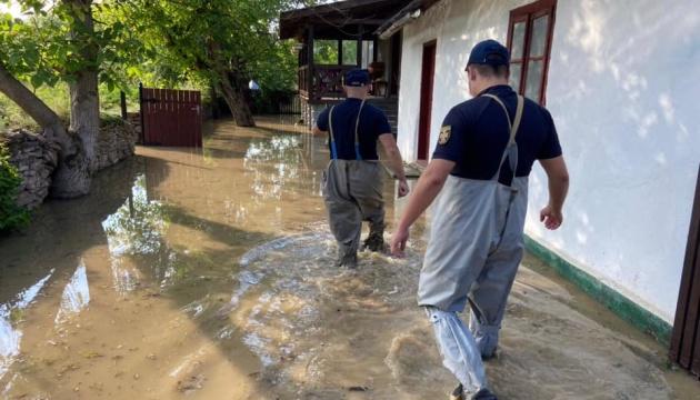 На Тернопільщині із зони паводку відселили майже 200 людей