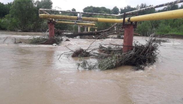 На Прикарпатье в результате сильных дождей более 200 абонентов остались без газоснабжения