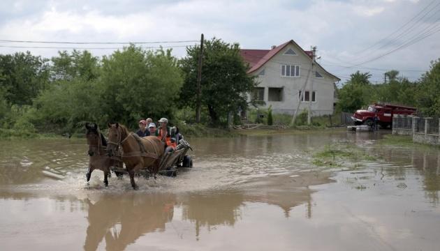 Італія направила в Україну гумдопомогу постраждалим від повеней