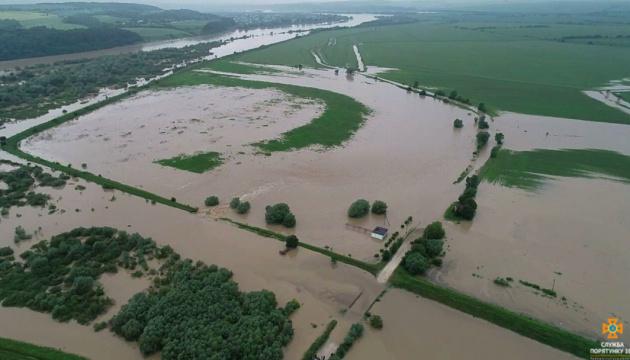 Рятувальники попереджають про подальше підвищення рівнів води в річках