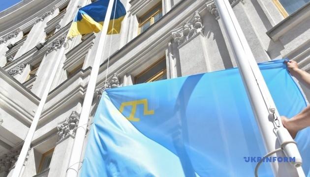Кулеба, Чубаров і Джемілєв підняли кримськотатарський прапор біля будівлі МЗС