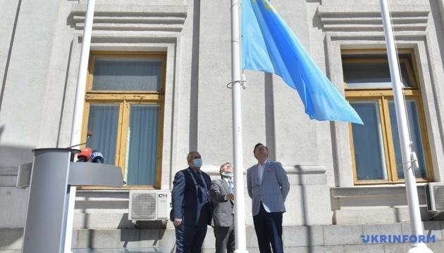 Kuleba, Chubarov, Dzhemilev raise Crimean Tatar flag near Foreign Ministry building