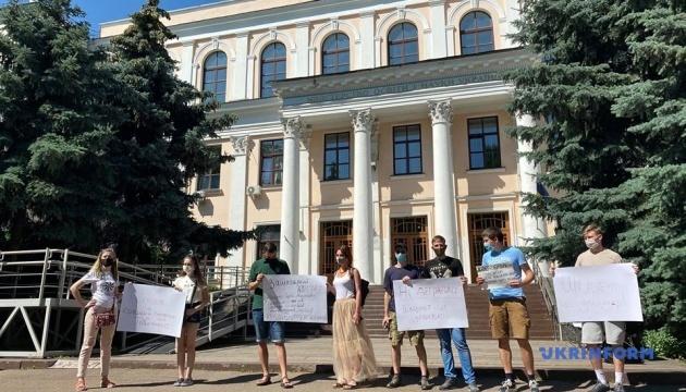 Під Міносвіти -  акція проти призначення Шкарлета
