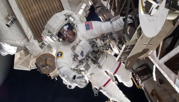 """Астронавти NASA вийшли з МКС на """"космічну прогулянку"""""""