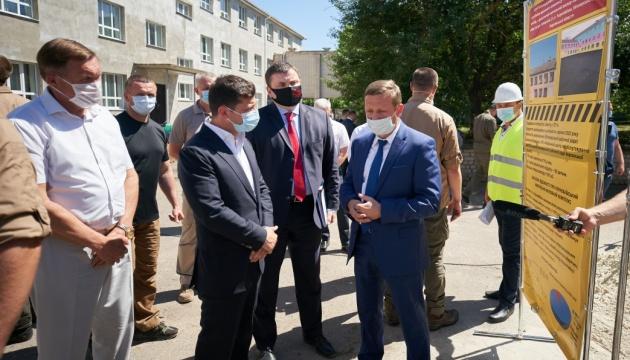 Президент ознайомився з капремонтом навчального комплексу на Херсонщині