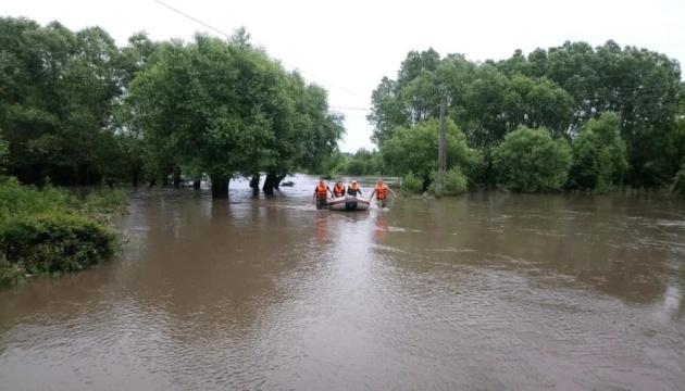 Паводок на Заході України: підтоплені 180 населених пунктів, зруйновані 200 км доріг