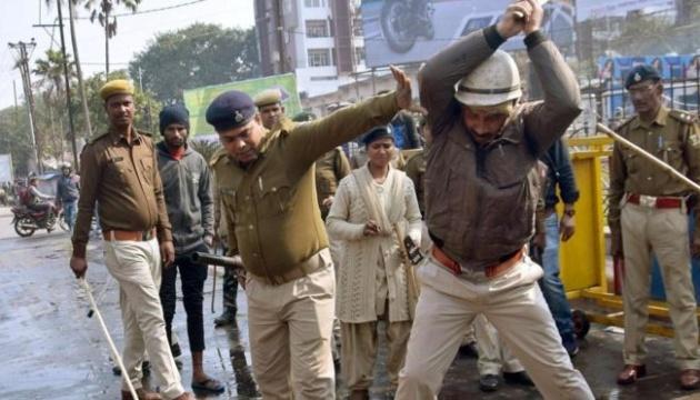 Тисячі людей вийшли на акції протесту в Індії