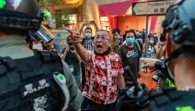 Сльозогінний газ і арешти – у Гонконгу знову протестують