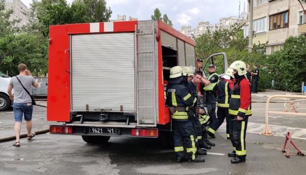 На Позняках горить багатоповерхівка — поруч із будинком, де недавно стався вибух
