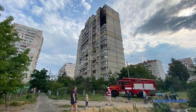 Пожежу в багатоповерхівці на Позняках загасили