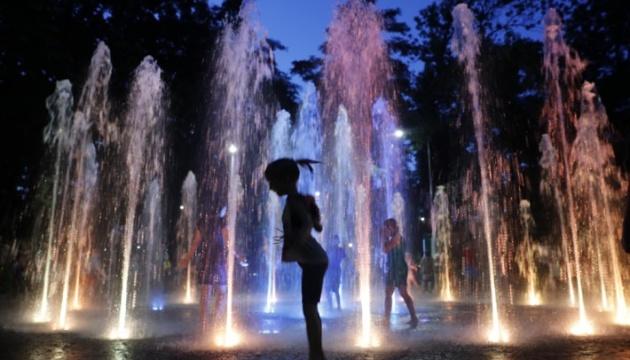 У Сирецькому парку тестують світломузичний фонтан