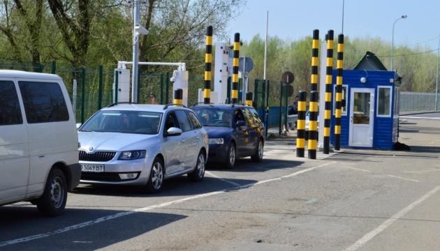 На кордоні з Угорщиною поновили роботу чотири пункти пропуску