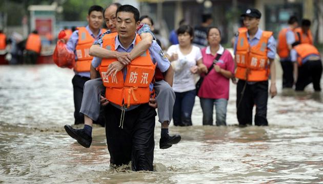 Через повені у Китаї загинули 12 осіб