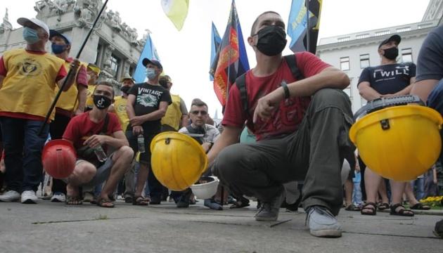 Шахтарі четвертий день протестують під ОП