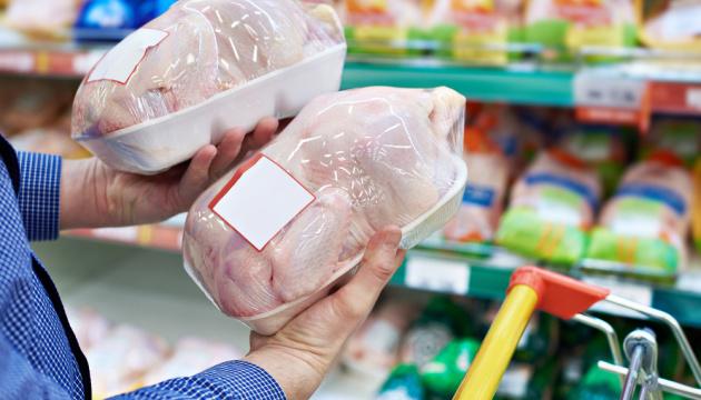 Люди віддають перевагу дешевшій курятині