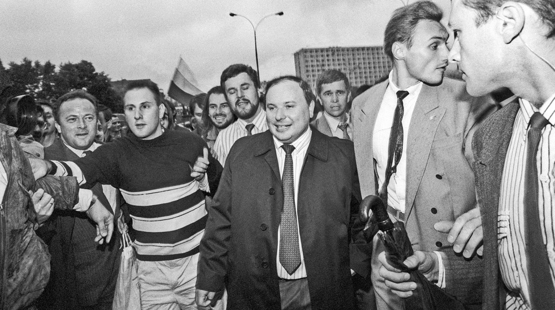 Зміни в Росії на початку 90-х відбувалися радикальніше та швидше