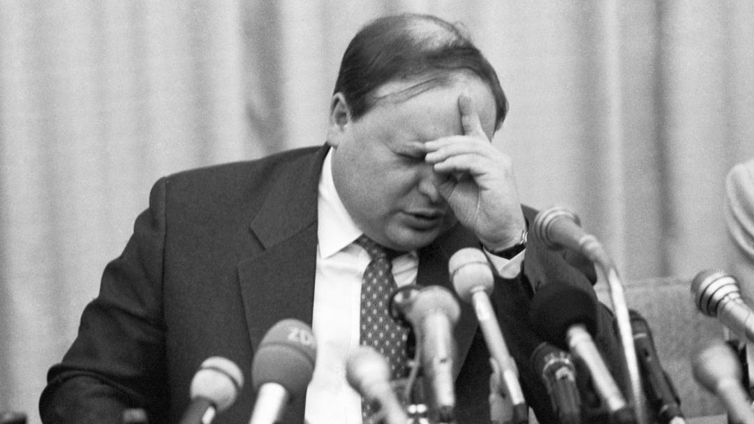 Критики Гайдара вважають його відповідальним за негативні наслідки реформ