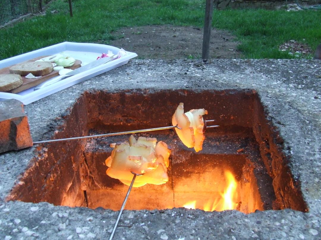 Традиційними рецептами приготування сала ми завдячуємо сусідам-угорцям