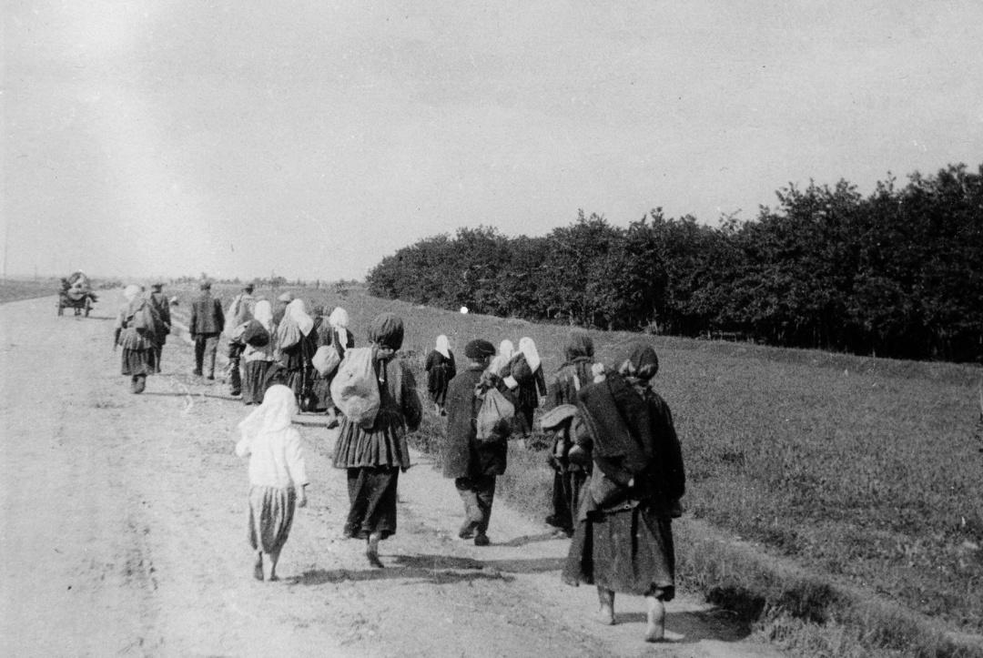 голодніукраїнські  селяни тягнуться до міста  у пошуках хліба, 1932 р.