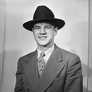 18-річниий нападник Winnipeg Monarchs Білл Млсієнко, 1939 р.