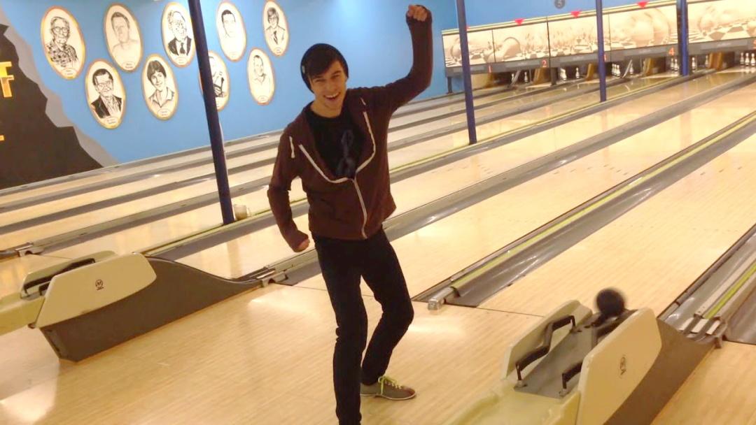 """усередині боулінг-клубу """"Billy Mosienko Bowling Lanes"""", Вінніпеґ"""