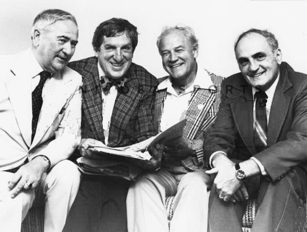 легендарні особистості хокею, зліва направо -Персі Даунтон, Ед Мазур, Білл Мосієнко та Сем Фабро.