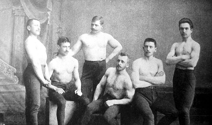 Володимир Хоміцький (крайній ліворуч) з іншими учасниками товариства «Сокіл», 1900 р.
