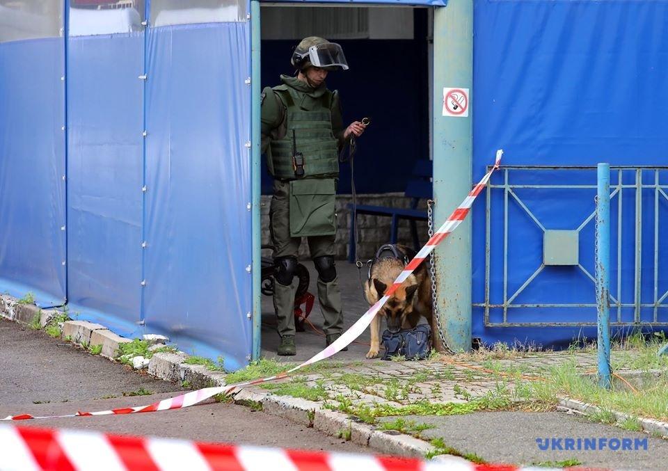 Службовий собака «винюхав» вибуховий пристрій у рюкзаку