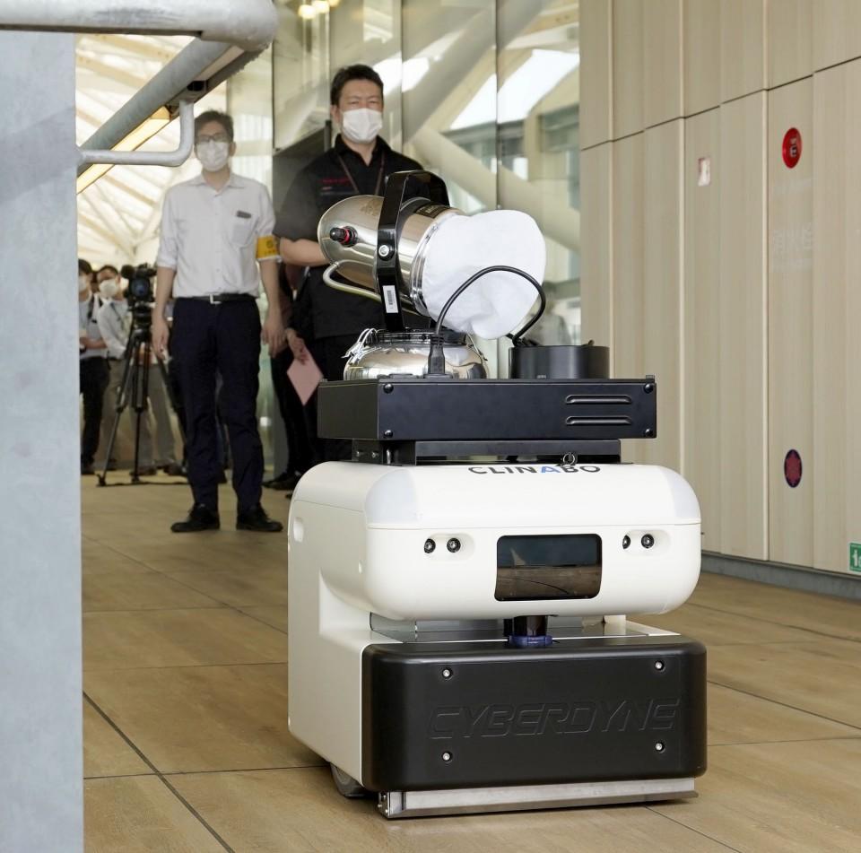 На японській залізниці представили роботів-дезінфекторів з 3D-камерами
