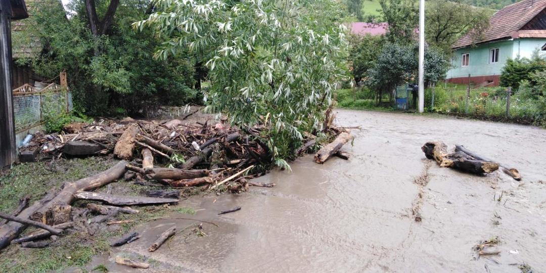 На Закарпатті розлилися річки і знову підтопили села (ФОТО)