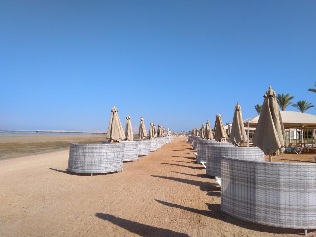 На єгипетських пляжах зберігають соціальну дистацію