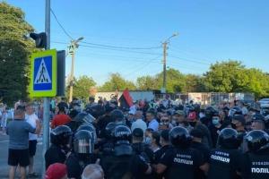 На Буковині поліція намагалася розблокувати трасу, перекриту протестувальниками