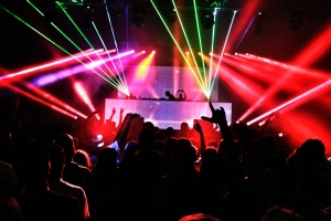 Черногория вводит новые COVID-ограничения - закрывает ночные клубы и дискотеки