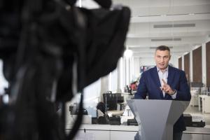 Кличко опубликовал видео с обысками в доме, где он живет