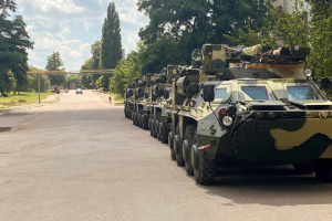 Ukrainian army gets four BTR-4E APCs