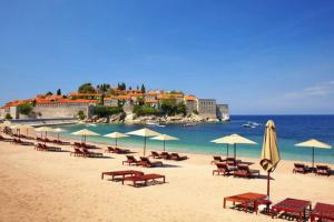 """Чорногорія потрапила до списку країн """"червоної зони"""" – Держтуризм"""