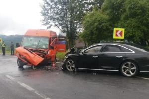 На Львівщині мікроавтобус потрапив у ДТП: постраждали 11 пасажирів