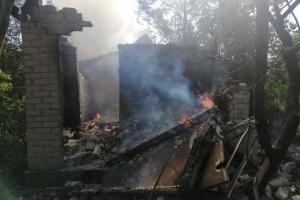 Оккупанты обстреляли Авдеевку, разрушены два дома