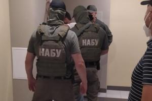 Детективи НАБУ прийшли з обшуком до експрокурора Одещини