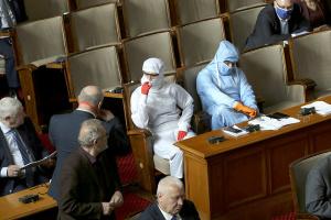 У Болгарії оштрафували 24 депутатів за те, що були без масок у парламенті