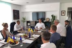 Кулеба зустрівся із власниками та керівниками українського бізнесу в Туреччині