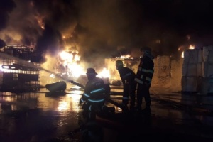 У Баку горить фабрика з виробництва фарб: є постраждалі