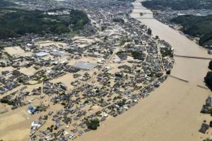 В Японії через повінь загинули щонайменше 34 особи, десятки людей заблоковані
