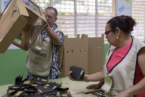 """У Домінікані проходять вибори, які """"відклав"""" коронавірус"""