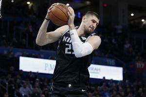 "НБА: ""Сакраменто"" українця Леня закрив тренувальну базу"